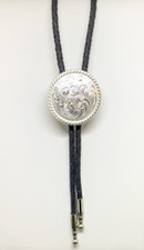 [Double S Round Engraved Bolo Tie]